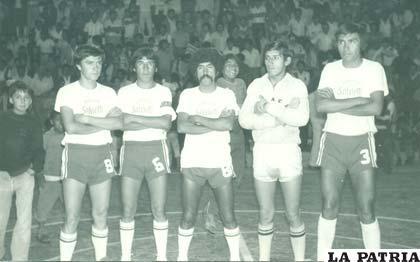 Fue campeón nacional con el equipo de Huracán el año 1980