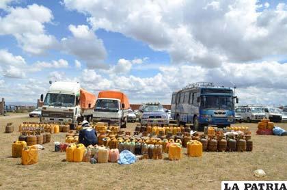 Garrafas, combustible y camiones decomisados