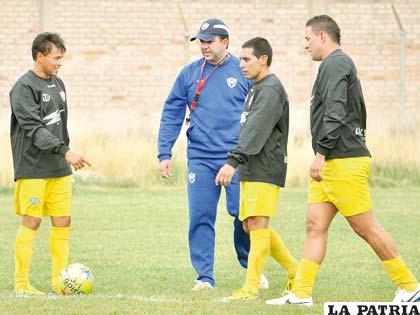 Baldivieso instruye a Gomes, Bravo y Neumann