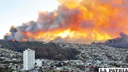 Catástrofe en Valparaíso por incendio que arrasó con cientos de viviendas