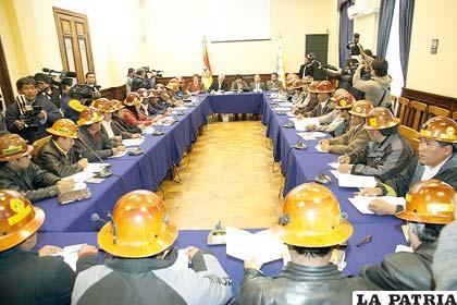 Nuevamente gobierno y dirigentes cooperativistas se sentarán en la mesa de diálogo