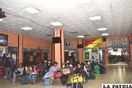 Usuarios reclaman por cierre frecuente de oficinas de la att for Oficina consumidor telecomunicaciones
