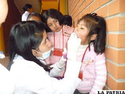 Niños recibieron dosis de flúor para el adecuado cuidado dental
