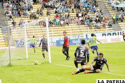 Neumann fue el autor del gol de la victoria en el partido de ida en La Paz