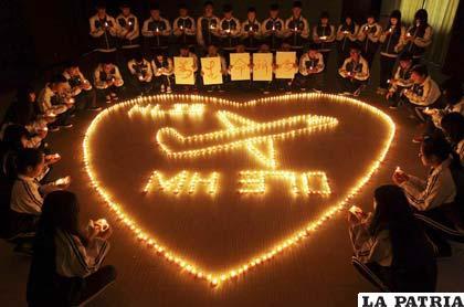 Familiares recuerdan a los desaparecidos del avión malasio