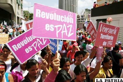 Miles de estudiantes opositores al gobierno venezolano marcharon pacíficamente