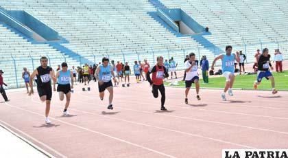 Durante las pruebas atléticas que se disputaron en la primera jornada ayer en el estadio