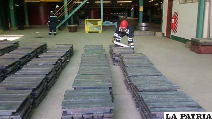 Lingotes de plomo metálico que se exportaron al Perú