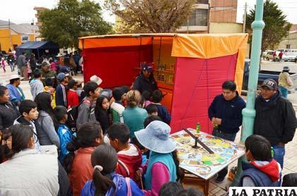 Policía intenta repetir actividades recreativas que se desarrollaron el domingo por el Día del Niño