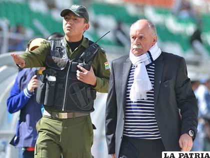 Xavier Azkargorta entrenador de Bolívar