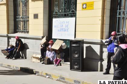 Las puertas de los edificios ediles continúan cerradas por paro de trabajadores