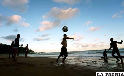 El fútbol se adhiere al Día Internacional de la Tierra