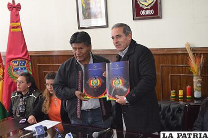 Firmaron convenio entre la Gobernación de Oruro y