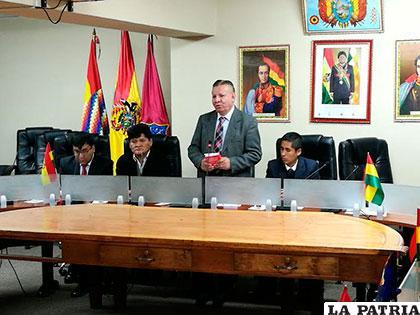 El nuevo viceministro de Empleo, Arturo Alessandri fue el encargado de presentar los textos