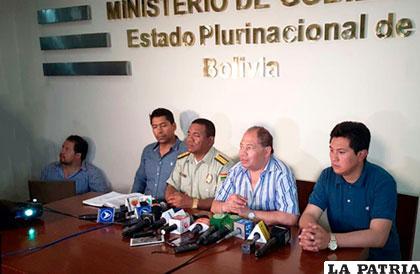 Ministro Romero y otras autoridades informando sobre el operativo /ANF