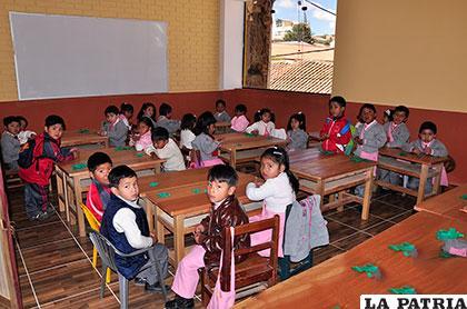 La falta de recursos económicos incidió para atender necesidades de mobiliario en unidades educativas