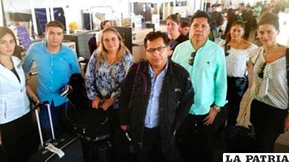 Grupo de periodistas que fueron retenidos en Santiago Chile /OPINI�?N.COM