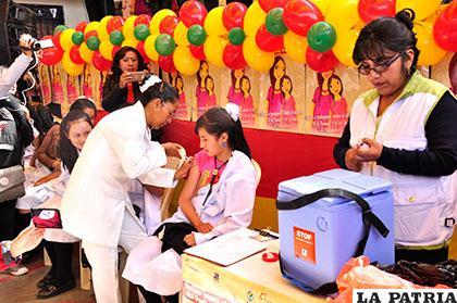 Durante la vacunación a niñas contra el VPH