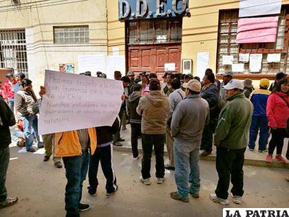 La protesta de los pobladores de Mejillones llegó hasta la Dirección Departamental