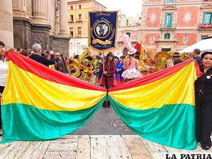 La bandera boliviana en Murcia /Félix Quintanilla