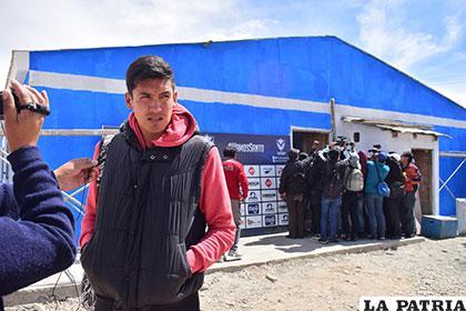 Marcos Barrera, fue uno de los pocos que dialogó con la prensa