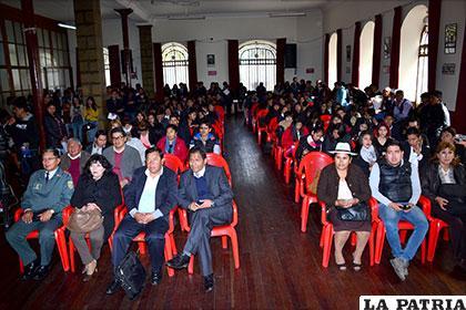 Estudiantes y autoridades participaron del curso de sensibilización del medio ambiente que emprende la UTO