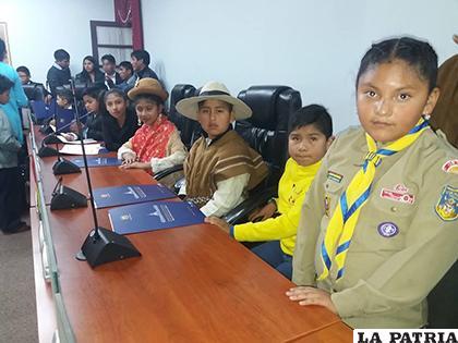 Niñas y niños se apoderaron del hemiciclo de la Brigada Parlamentaria/ LA PATRIA