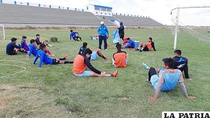 Los jugadores que no viajaron trabajaron de manera normal en el complejo del club/OVIDIO CAYOJA LA PATRIA