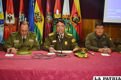 El comandante General de Policía, general Vladimir Yuri Calderón Mariscal brindó detalles de la captura / LA PATRIA