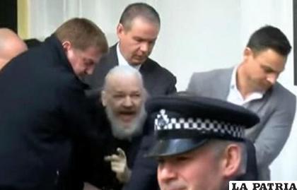 El fundador del portal WikiLeaks, Julian Assange, fue detenido este jueves en la embajada de Ecuador en Londres / EL SIGLO