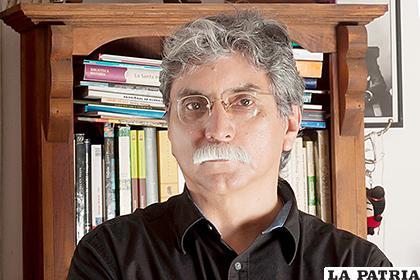 Homero Carvalho, autor del artículo