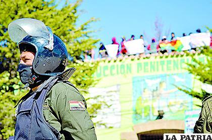 Los efectivos policiales intentaron calmar a la población penal sin éxito /LA PATRIA