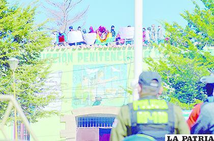 Varias unidades policiales participaron del operativo /LA PATRIA