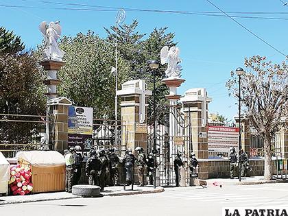 El resguardo policial para evitar conflictos con los vecinos /LA PATRIA