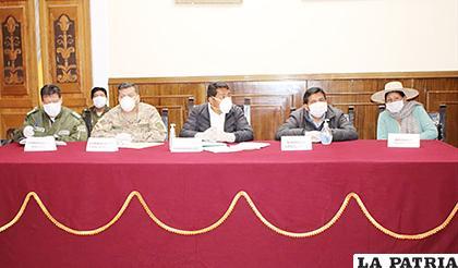 Autoridades departamentales y de diferentes instituciones participaron en la reunión /ALDO