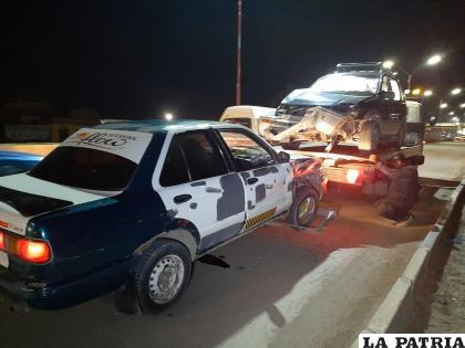 Personal de Tránsito traslada a uno de los conductores a sus dependencias /LA PATRIA