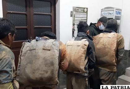 """Cuatro """"jucus"""", fueron sorprendidos en el interior de la mina /Archivo LA PATRIA"""
