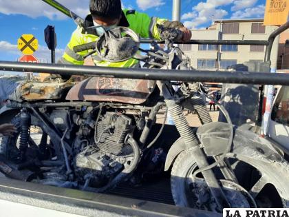 Remolcan la motocicleta hasta un garaje de Tránsito con serios daños  /LA PATRIA