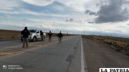 Los controles también se desarrollaron en las carreteras de Oruro /LA PATRIA