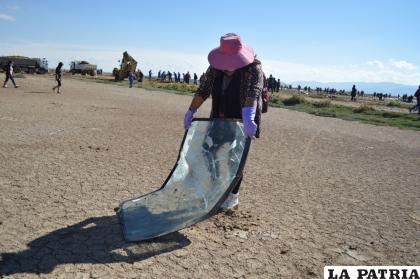 Hasta parabrisas estaban botados en inmediaciones del lago Uru Uru