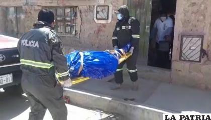 Momento del levantamiento legal del cadáver /LA PATRIA