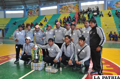 Cooperativa Poopó se adueñó del tercer lugar del campeonato /LA PATRIA