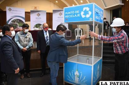Son 50 recipientes de botellas pet entregadas al Municipio de Oruro /GAMO