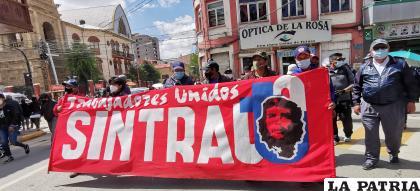 Trabajadores de la UTO marcharon por las calles de la ciudad de Oruro /LA PATRIA