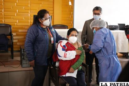 La vacunación ayudará a coadyuvar el control de la pandemia /LA PATRIA