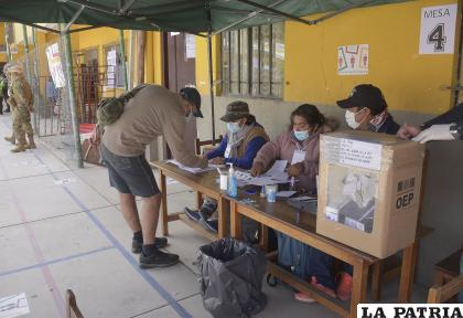Ciudadanos tramitaron sus certificados en la oficina central del TEDO /TEDO