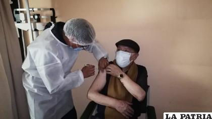 CNS cumplió con la vacunación a adultos mayores de 70 años /CNS