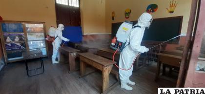 Municipios priorizan fumigación de unidades educativas /LA PATRIA (imagen referencial)