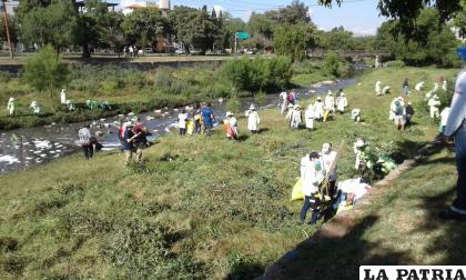 Desde Oruro ayudaron en la limpieza del río Rocha /¡Oruro te quiero limpia!
