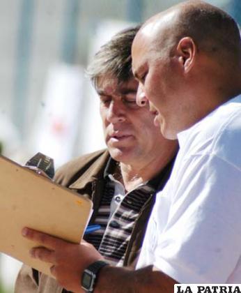 Marcelo Zuleta junto a su asistente Martín Sajjini